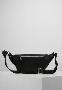 Núnoo - ALBERTE WASHED - Bum bag - black - 2