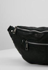Núnoo - ALBERTE WASHED - Bum bag - black - 6