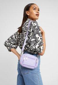 Núnoo - BRENDA - Across body bag - lavender - 1