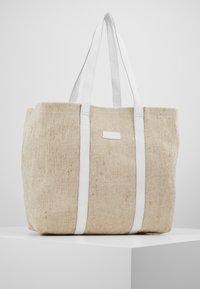 Núnoo - LARGE SHOPPER - Shoppingveske - sand - 0