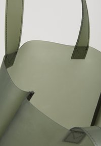 Núnoo - SMALL TOTE - Kabelka - green - 4