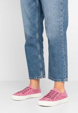BAQUET ENZIMATICO - Sneaker low - rosa