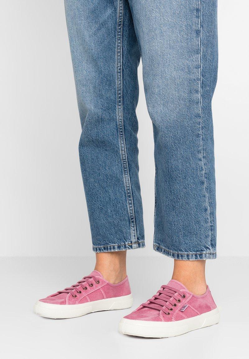 Natural World - BAQUET ENZIMATICO - Sneakersy niskie - rosa