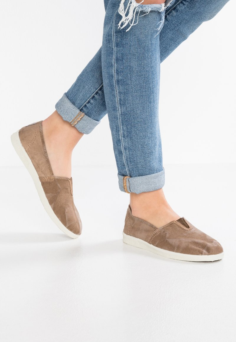 Natural World - CAMPING  - Slip-ons - beige