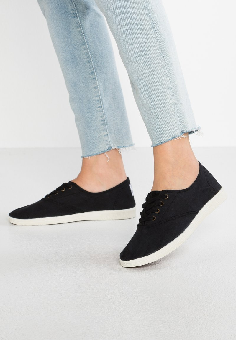 Natural World - INGLES TINTADO - Sneakersy niskie - black