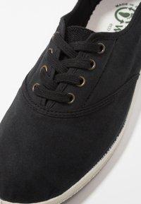Natural World - INGLES TINTADO - Sneakersy niskie - black - 2
