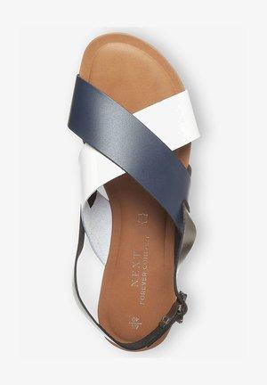 FOREVER COMFORT® CROSS FRONT SLINGBACKS - Sandalen - blue