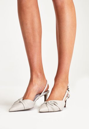NAVY TWIST DETAIL LEATHER SLINGBACKS - Classic heels - white