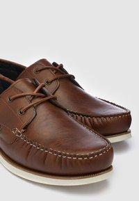Next - Chaussures bateau - brown - 3