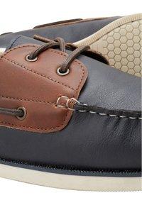 Next - CONTRAST  - Chaussures bateau - tan - 4
