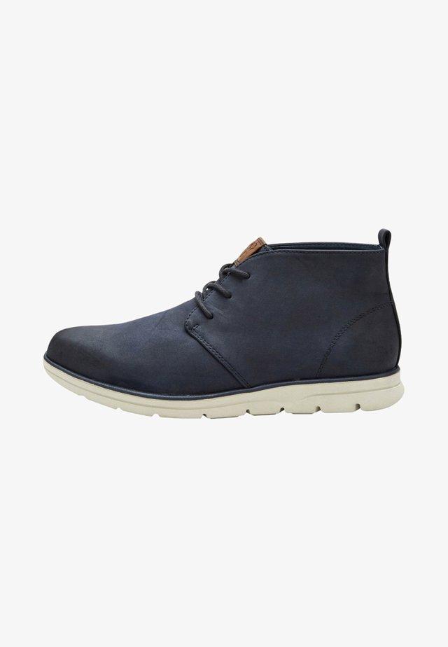 CHUKKA - Volnočasové šněrovací boty - blue