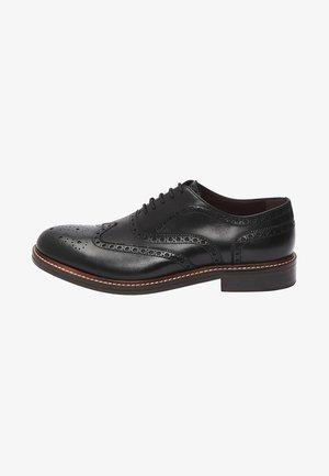 BLACK SIGNATURE BROGUE SHOES - Elegantní šněrovací boty - black
