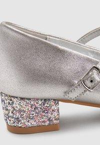 Next - MARY JANE - Ballerina's met enkelbandjes - silver - 3