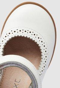 Next - MARY JANE  - Ballerina's - white - 4