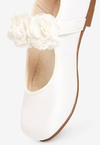 Next - IVORY OCCASION CORSAGE MARY JANES (YOUNGER) - Baleríny - white - 3