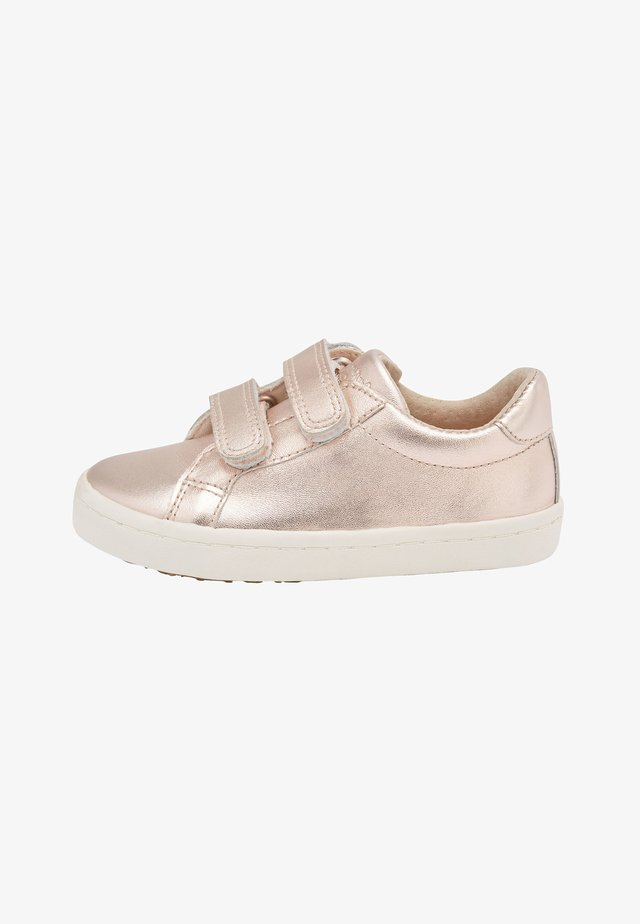 ROSE GOLD LEATHER TOUCH FASTENING TRAINERS (YOUNGER) - Lær-at-gå-sko - gold