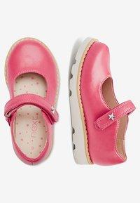 Next - PINK CHUNKY MARY JANE SHOES (YOUNGER) - Ballerinat nilkkaremmillä - pink - 1
