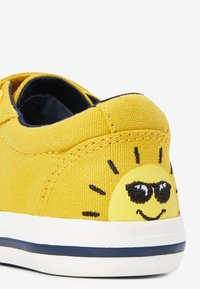 Next - OCHRE CHARACTER TOUCH FASTENING SHOES (YOUNGER) - Baby shoes - yellow - 3