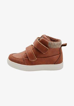 CHUKKA - Lær-at-gå-sko - brown