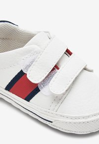 Next - WHITE DOUBLE STRAP TAPE PRAM SHOES (0-24MTHS) - First shoes - white - 4