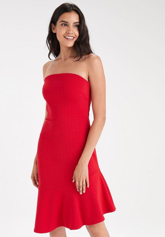 Cocktailjurk - red