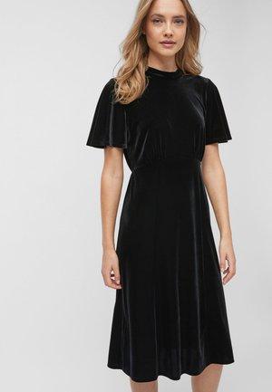 BLACK VELVET FLUTE SLEEVE MIDI DRESS - Korte jurk - black