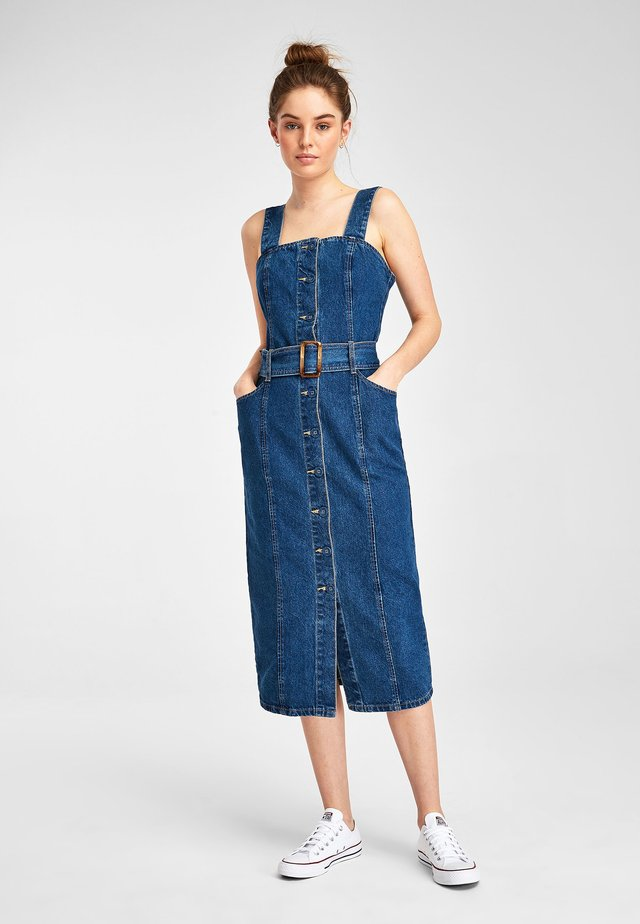 DARK BLUE FITTED BELTED DENIM DRESS - Sukienka jeansowa - blue