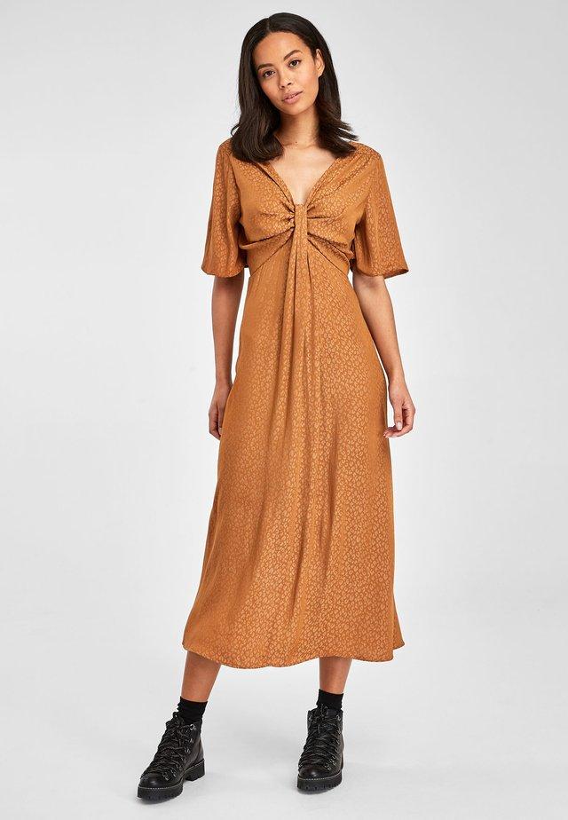 RUST TIE FRONT DRESS - Sukienka letnia - gold