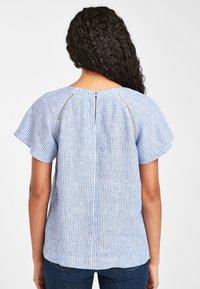 Next - BLUE/WHITE STRIPE SHORT SLEEVE LINEN TOP - Bluse - blue - 1