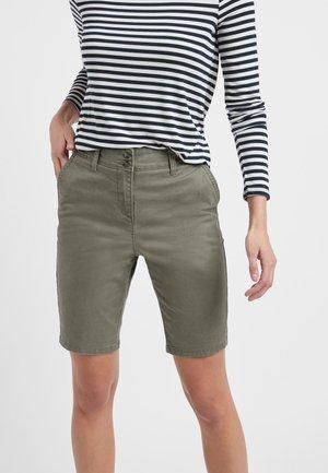 KNEE - Shorts - green