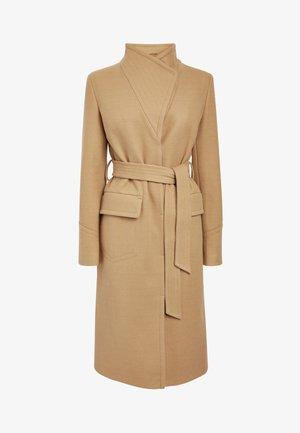 CAMEL BELTED COAT - Classic coat - beige