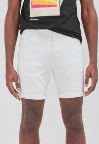 Next - Shorts di jeans - white - 3
