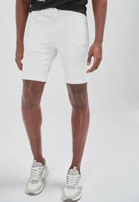 Next - Shorts di jeans - white - 2
