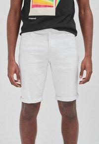 Next - Shorts di jeans - white - 5