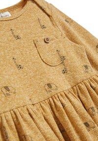 Next - OCHRE GIRAFFE DRESS AND LEGGINGS SET (0MTHS-3YRS) - Legíny - yellow - 5