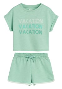 Next - GREEN TOWELLING CO-ORD SET (3-16YRS) - Shorts - green - 0