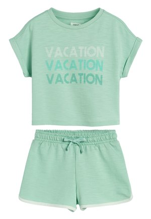 GREEN TOWELLING CO-ORD SET (3-16YRS) - Shorts - green