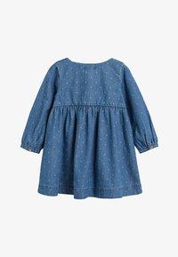 Next - DENIM BUTTON THROUGH DRESS (3MTHS-7YRS) - Denimové šaty - blue - 1