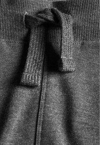 Next - 3 PACK - Pantalones deportivos - black/grey - 2