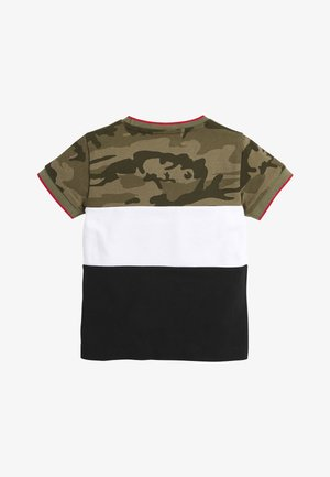 BLACK/GREEN CAMO COLOURBLOCK PIQUE T-SHIRT (3MTHS-7YRS) - T-shirt z nadrukiem - green