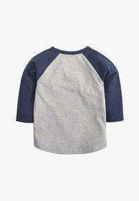 Next - GREY/NAVY LONG SLEEVE CAR FLIPPY SEQUIN T-SHIRT (9MTHS-7YRS) - Long sleeved top - grey - 1