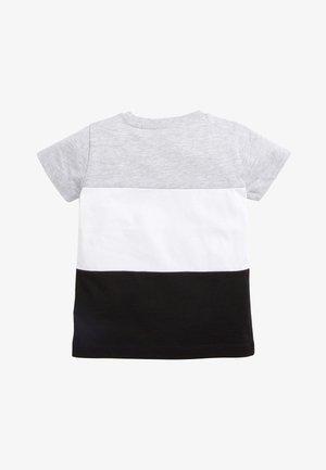 MONOCHROME SHORT SLEEVE COLOURBLOCK T-SHIRT (3MTHS-7YRS) - Print T-shirt - grey