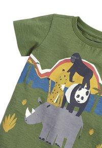 Next - KHAKI SHORT SLEEVE ANIMAL T-SHIRT (3MTHS-7YRS) - Print T-shirt - green - 2