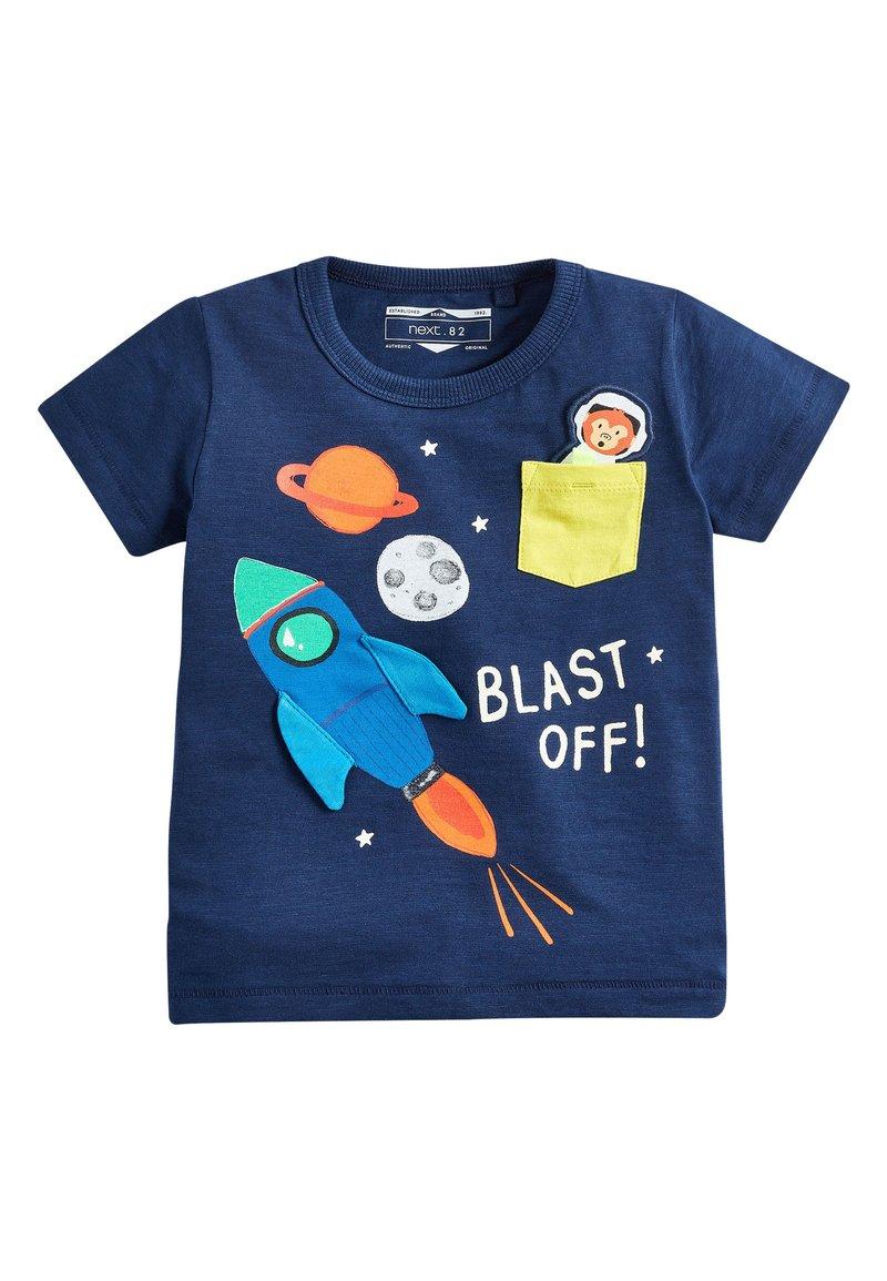 Next - BLUE SHORT SLEEVE ROCKET POCKET T-SHIRT (3MTHS-7YRS) - Print T-shirt - blue