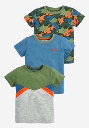 GREEN/BLUE 3 PACK CAMOUFLAGE SHARKS T-SHIRTS (3MTHS-7YRS) - Print T-shirt - green