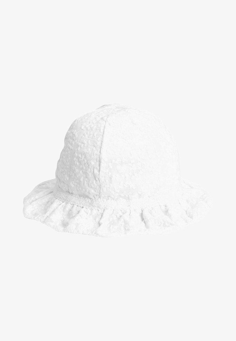 Next - Hut - white