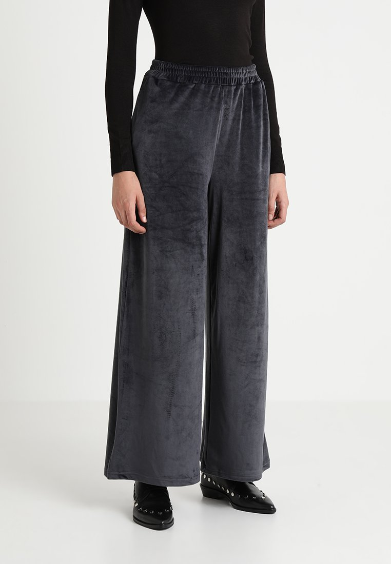 Native Youth - PLUSH PANT - Trousers - grey