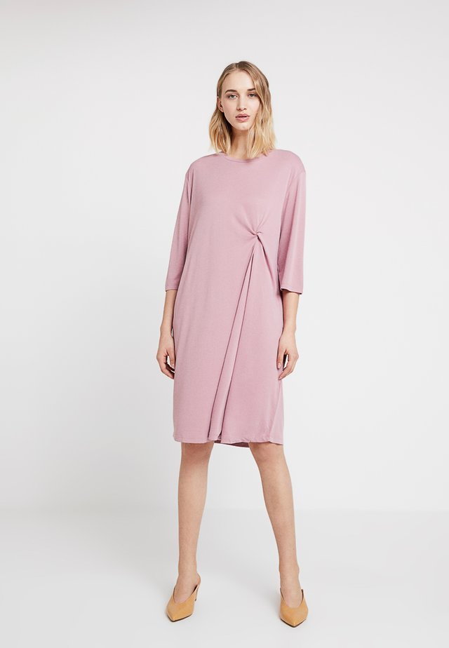 THE NIAMH DRESS - Vardagsklänning - dusty pink
