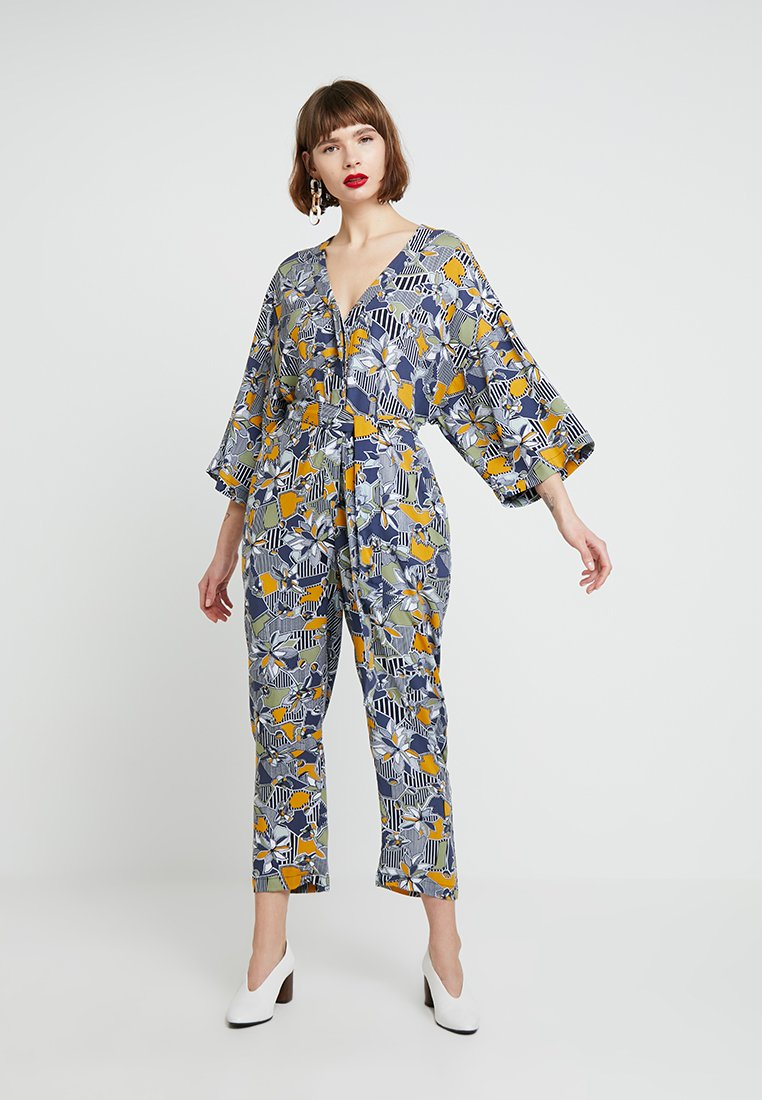 Native Youth - THE GEO FLORA KIMONO - Jumpsuit - dark blue/white/dark yellow