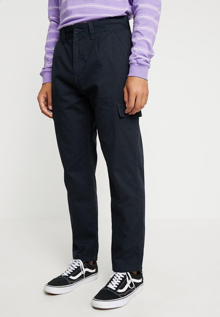 Native Youth - JENSEN PANT - Pantalones cargo - navy